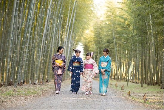 Four Seasons Bamboo Forest Wakayama Farm: 着物で散策。要予約制。女子会に、ご家族で、カップルに♪ 記念の1枚を撮影致します。
