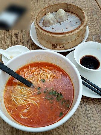 Crystal Jade La Mian Xiao Long Bao (AP): 担々麺&小籠包