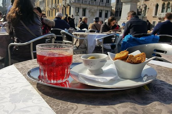 Spritz Walk: Discover the Italian Aperitif!: The Spritz: an intriguing experience in Padua where the Aperol was born