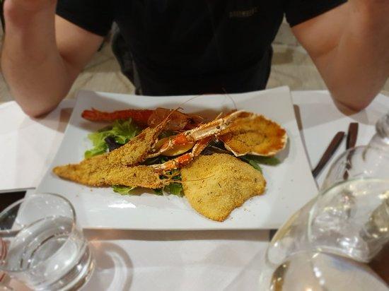 Fritto misto ottimo, gratinati, polpo con asparagi, gamberi rossi con asparagi e burrata