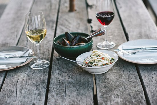 Nicol's Paddock: Mussels & Wine is a match made in heaven.