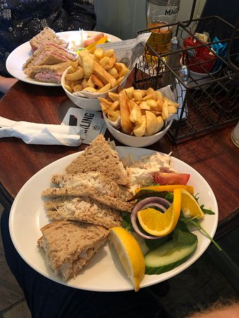 Sandsend, UK: Crab Sandwiches (with Chips)