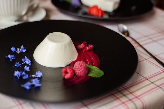 Cream dessert with raspberry sauce