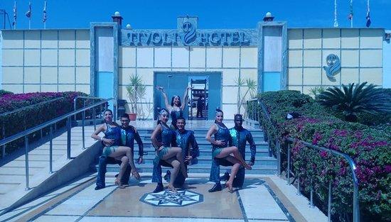 Tivoli Hotel Aqua Park: Colombian show team