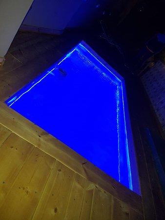 Nouveau piscine à Riad Jnan El Cadi sur la terrasse pour se rafraîchir cette été à Marrakech ! Vue du soir :)