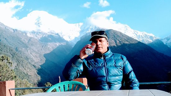 Mountain King Treks And Expedition: Drinking Gurkha beer with excellent view of Annapurna South & Himchuli at Chhomrong, Rooftop of Panorama guest house