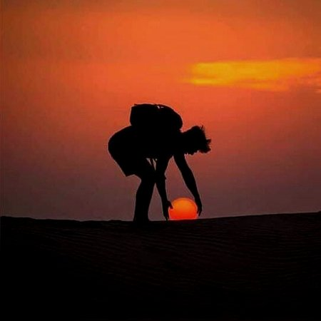 Emirate of Dubai, De forente arabiske emirater: A Perfect Photo shot. Safari Driver are professionally trained to click such perfect Pictures during Sunset point stop over.