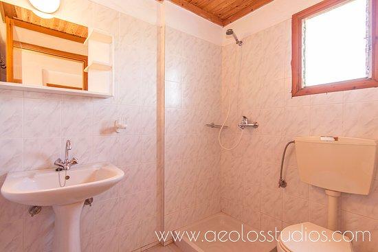 Aeolos Studios: www.aeolosstudios.com