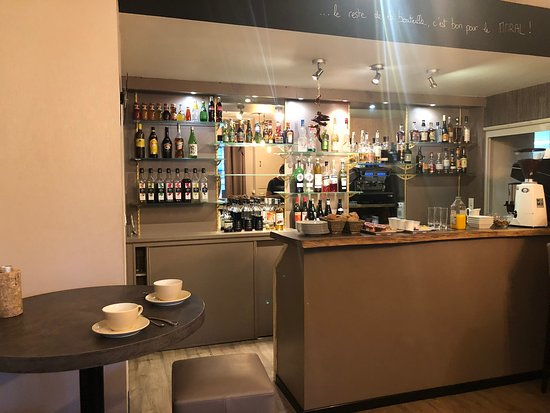 Lancrans, Francja: Bar area in Le Sorgia