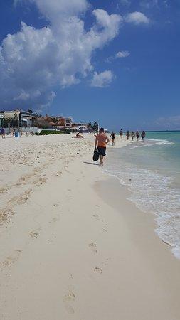 Hotel Riu Palace Riviera Maya: Walking the beach towards Playa Del Carmen