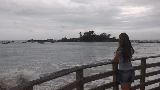Armacao Beach: Ponta das Campanhas ao fundo.