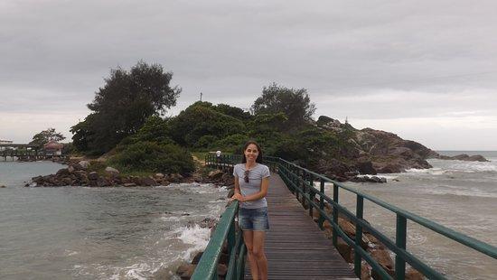 Armacao Beach: Ponte de ligação com a Ponta das Campanhas. Parte mais bonita da praia.