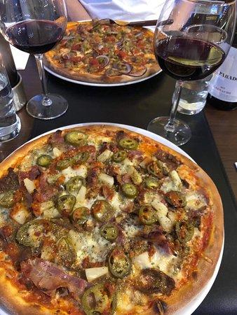 Sason Pizza & Kebabhouse: Bedste pizzaer ever... Ny smag i hver en bid og virkelig god bund... Glade og hyggelige folk.    Kommer gerne igen og anbefaling til andre.