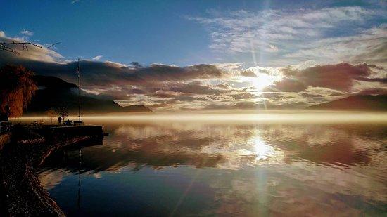 Peachland, Canada : Beautiful sky, calm water