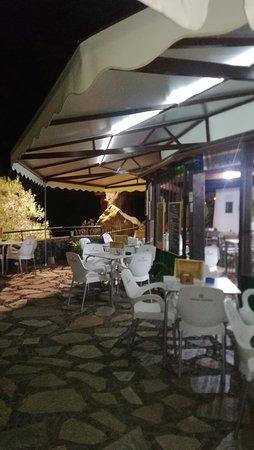 La cafetería de noche