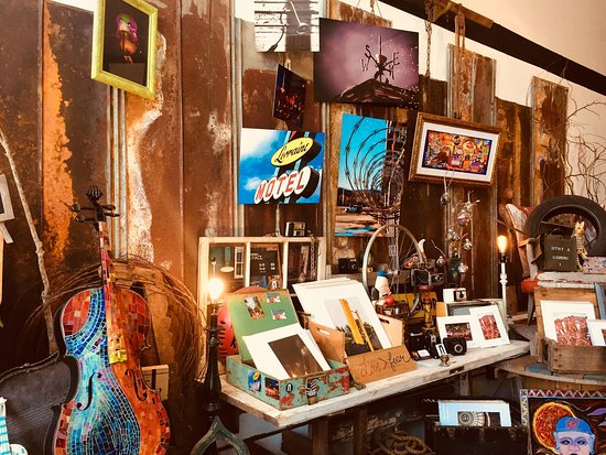 Walking Pants Curiosities: Come check out all the amazing artwork done by local artists in YOUR city! Print, collectibles, Memphis memorabilia —and more! Open until 9pm today and tomorrow 💜