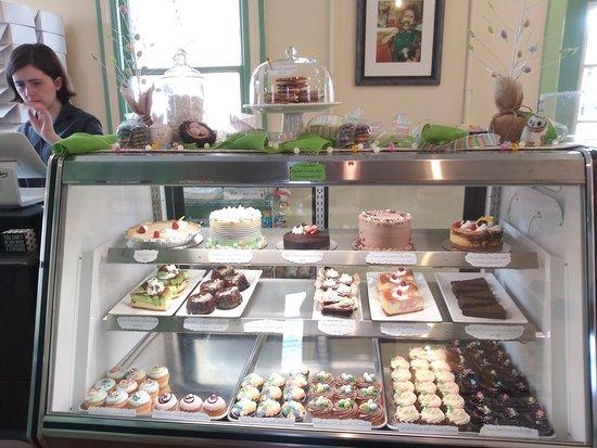 Paris Cake Company: Display case