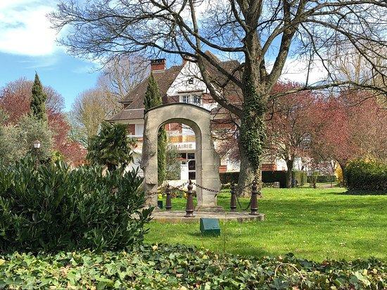Les Vestiges du Château de Roissy-en-France