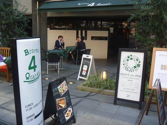 Bistro 4 Quatre Hommachi: 店舗正面入口