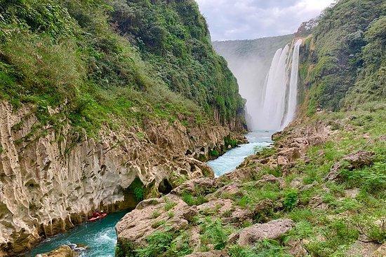 Catarata de Tamul y cueva de agua en...