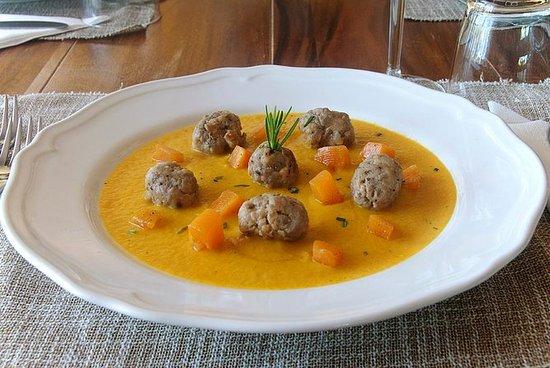 在特伦托当地的家中享用午餐或晚餐以及烹饪演示