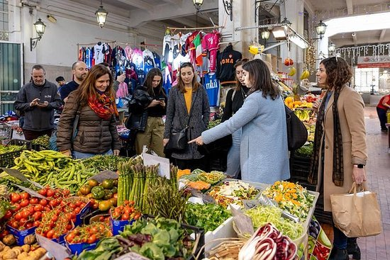 在特伦托享用午餐或晚餐的私人市场之旅和烹饪课程