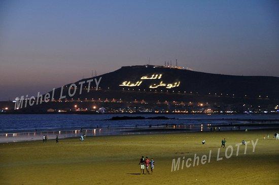Au crépuscule sur la plage d'Agadir (Maroc)