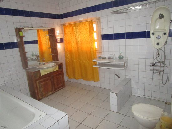 Toubab Dialao, เซเนกัล: toilette très propre