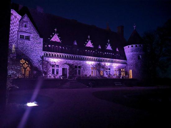 Hattonchatel Chateau: Le château de nuit