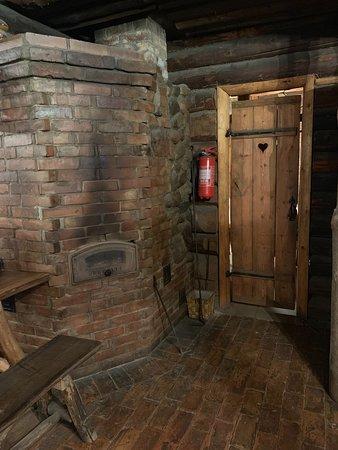 Meegomae, Estland: печка и вход в туалет