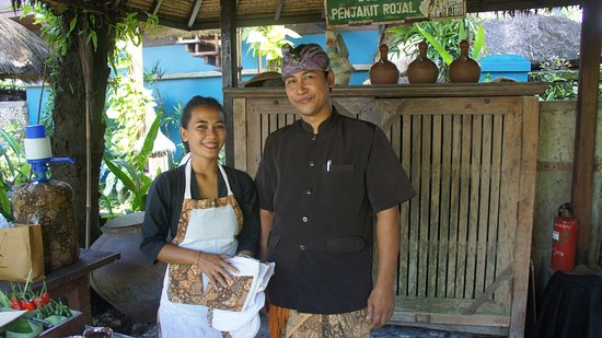 Chef Gusti and kitchen assistant Daysi