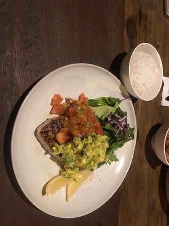 Diajeng: Un dîner qui nous a stimulé nos papilles avec toutes ces saveurs !  Bruschetta et salade verte en entrée suivi de poissons en plat un vrai délice !