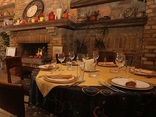 Restoran Una : Table for 6 persons!