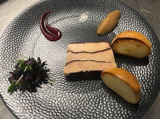 Les Akcias Restaurant: le foie gras en mille feuilles de viande des grisons