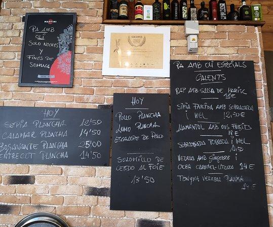 Restaurante Es Llogaret: La pizarra tentadora Es Llogaret bar restaurant