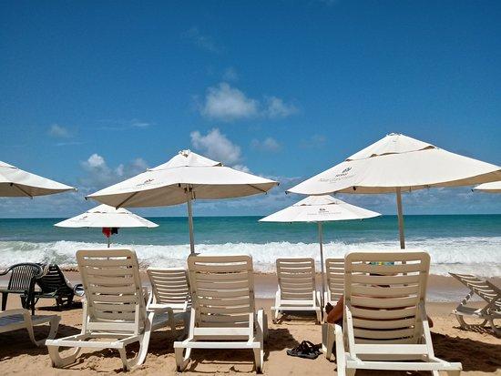 SERHS Natal Grand Hotel & Resort: El acceso a la playa es genial! Muy cómodas las reposeras y la atención del guardavidas y del personal en general es de alta calidad.