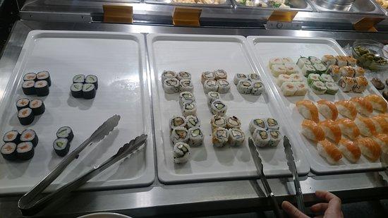 L'Etoile d'Or: sushi et makis (etaient plus remplis a notre arrivée)