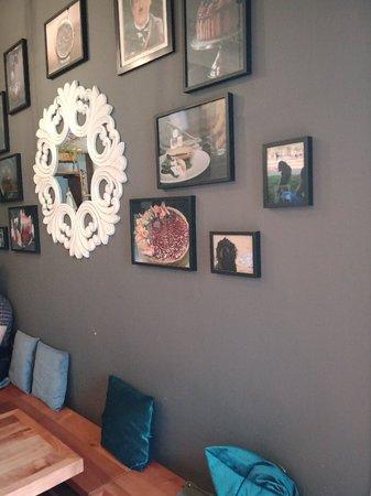 Los mejores desayunos y almuerzos del sector, comida hecha de forma profesional y con detalles hermosos, el espacio es ideal para compartir.