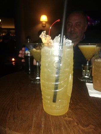 58a8526178f0 17 Schodow Cocktail bar