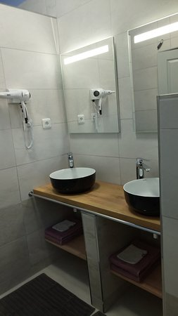 Shqiperia - chambres d'hôtes: chambre Africa salle de bain