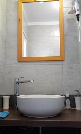 Shqiperia - chambres d'hôtes: chambre Coquelicots salle de bain