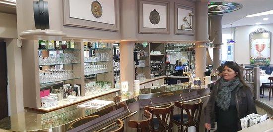 Aux Trois Maillets: Le bar du restaurant