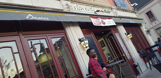 Aux Trois Maillets: La devanture du restaurant