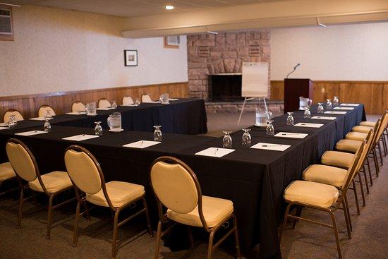 Dunham's Bay Resort: The Adirondack Room- Hollow U Layout