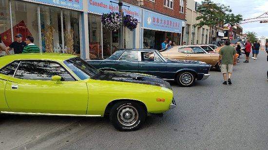 Niagara Falls, Kanada: Car show in town... spontaneous discovery