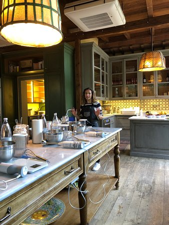 Pizza and Gelato Cooking Class in Tuscan Farmhouse from Florence: Lavinia in the gelato kitchen