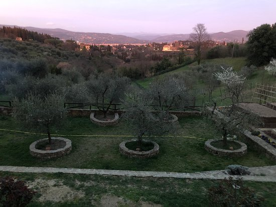 Pizza and Gelato Cooking Class in Tuscan Farmhouse from Florence: The farmhouse at sunset