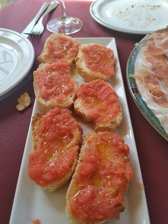 Bar Chanffix: Pan con tomate para comer el jamón