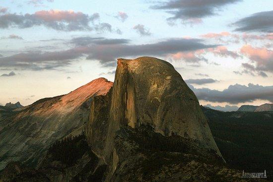Curry Village: Parque Nacional de Yosemite. Half Dome.
