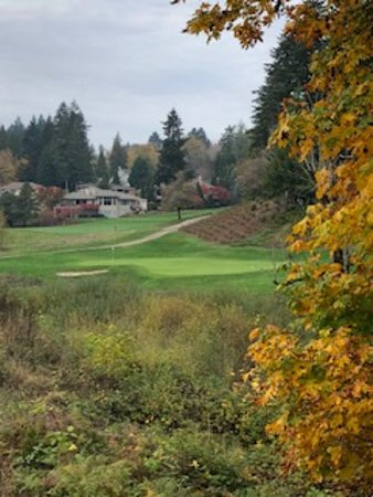 Gresham, OR : 9th hole 2nd shot over barranca